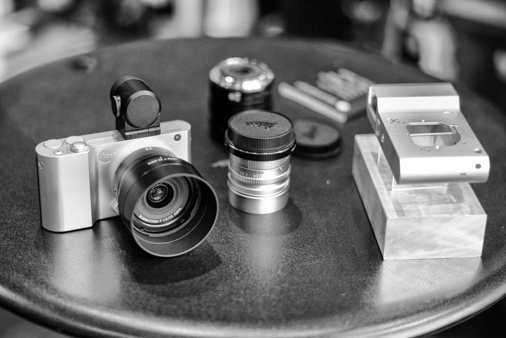 The Visoflex viewfinder and lenses are black, contrasting with the polished aluminium body. Many will prefer the all-black look afforded by the anodised black version (this picture taken with a Leica M and 50mm Summilux)