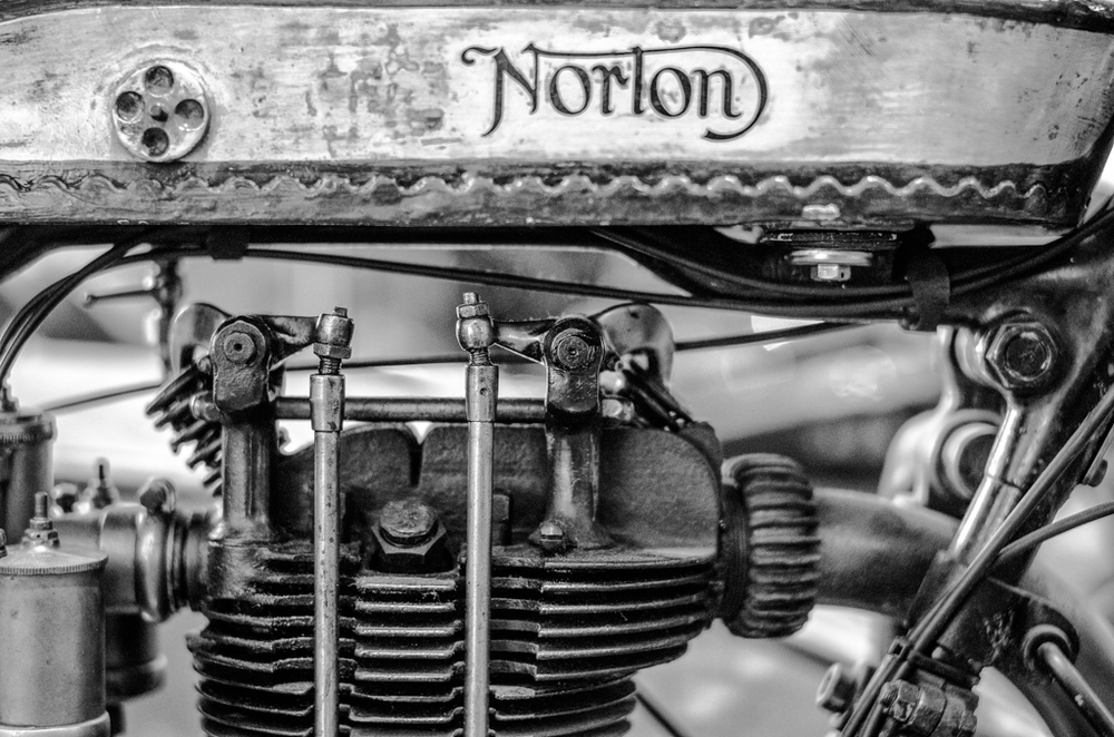 Norton, f/1.4, ISO 1250