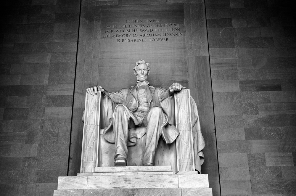 Abraham Lincoln sitting in his memorial, 40mm, ISO 250