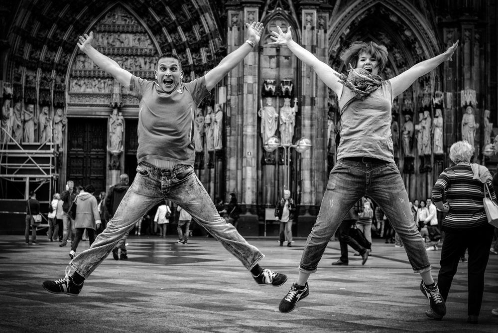 I found Christian Arndt and his friend from Burgwedel, near Hanover, busy jumping for their iPad in front of Cologne cathedral. It isn't the ideal camera, so I stepped in with a more professional outfit. Below, an altogether more sedate occasion a few minutes later with these visitors in full Kaffeeklatsch mode. Both shots taken with Leica M and 50mm Summilux ASPH (the one lens I brought to Photokina)
