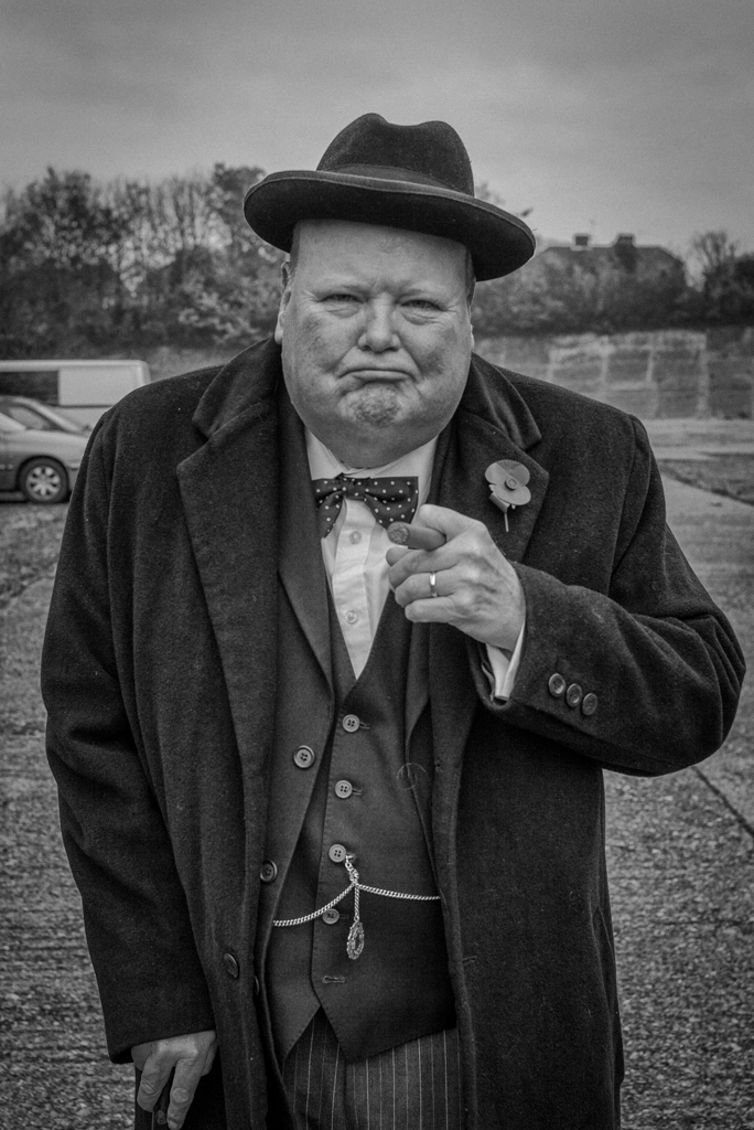 Street Photography That Kiss And Winston Churchill S