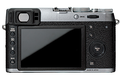 The X100T has a smaller front grip, but no thumb grip to the rear, with the result that the ball of the thumb can stray on to the four-way function pad with upsetting consequences
