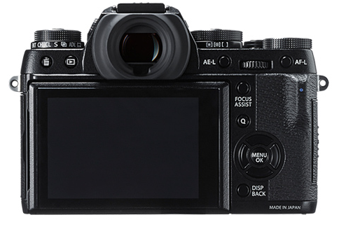 On the X-T1, the combination of substantial front grip and a rear thumb grip keeps the function pad free from interference. The camera feels more firm in the hands than the X100T. The X-T1 also features a tilting 3in screen which is very helpful, particularly   with low-level shots