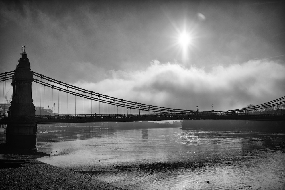 Mist over Hammersmith Bridge, winter 2014 (Photo Mike Evans, Sony A7r, 35mm Summilux)