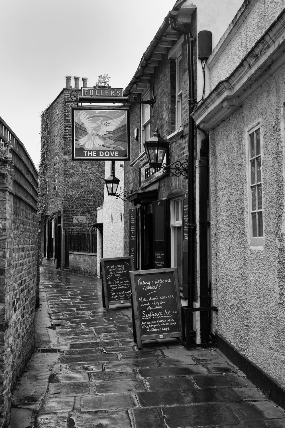 The ancient Dove tavern. At the end of the alleyway you can see the Doves Press building, while Cobden-Sanderson's house sits between pub and press. A convenient and convivial arrangement. (Photos Mike Evans, Leica M-P and 50mm Apo-Summicron-M ASPH)