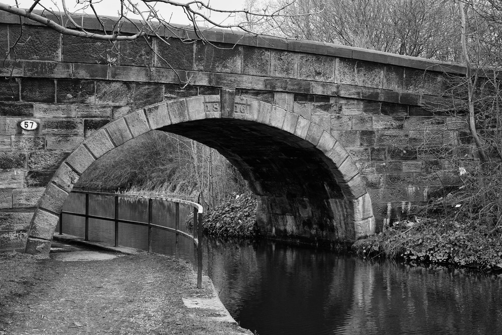 Bridge No. 57:Cale Lane bridge was built in 1816 for horse-drawn wagons. Now, 200 years later, it happily copes with modern 32-tonne trucks - in single file, of course, because the carriagewayis barely wide enough for one truck
