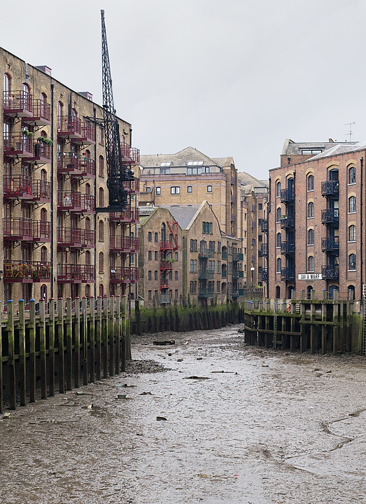 Jacob's Island on the left. Before these smart apartments and lofts, even before the Victorian warehouses that provide their fabric, this was one of the most deprived areas of London, home to Fagin and the Artful Dodger in Dickens's Oliver Twist. Photo George James.