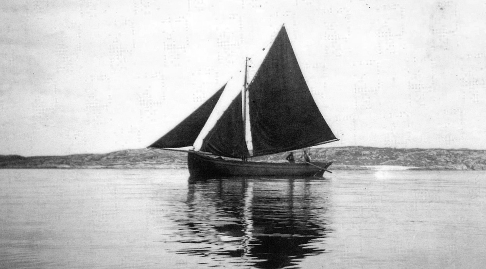 Galway Hooker Side View.jpg