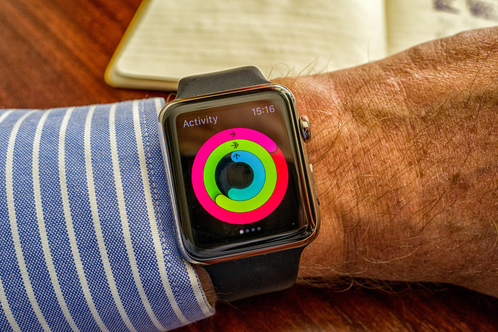 The Activity app, even in its first incarnation, is something of a triumph. The little graph, which can be reproduced also in monochrome on the watch face, shows just where you are in your daily endevours. The outer band tracks movement and calories burned, the greenmonitors your exercise goal (for instance, set to 30 or 40 minutes a day) while the inner blue circle shows how many hours a day you have stood for at least a few minutes. The app reminds you to stand and move if you ask it to. All this information, in more detail, is reproduced on the iPhone and is recorded so you can build up useful exercise journal. It would be useful to see a companion Activity app on the Mac, with facilities for long-term totals, graphing and creation of reports. This is something I am sure will come in the near future.
