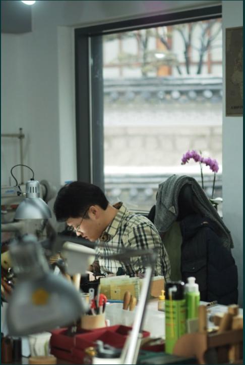 Production Manager Dae GeunJi at work