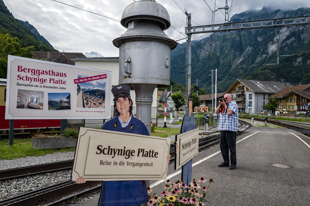 Schynige Platte Bahn at Wilderswill station: A journey into the past. Ralf Meier of Trainphilos, über railway fan, grabs some technical stuff for the present. In the Berggasthaus up on Schynige Platte you can spend the night as in grandmother's times. Oil lamps, probably.