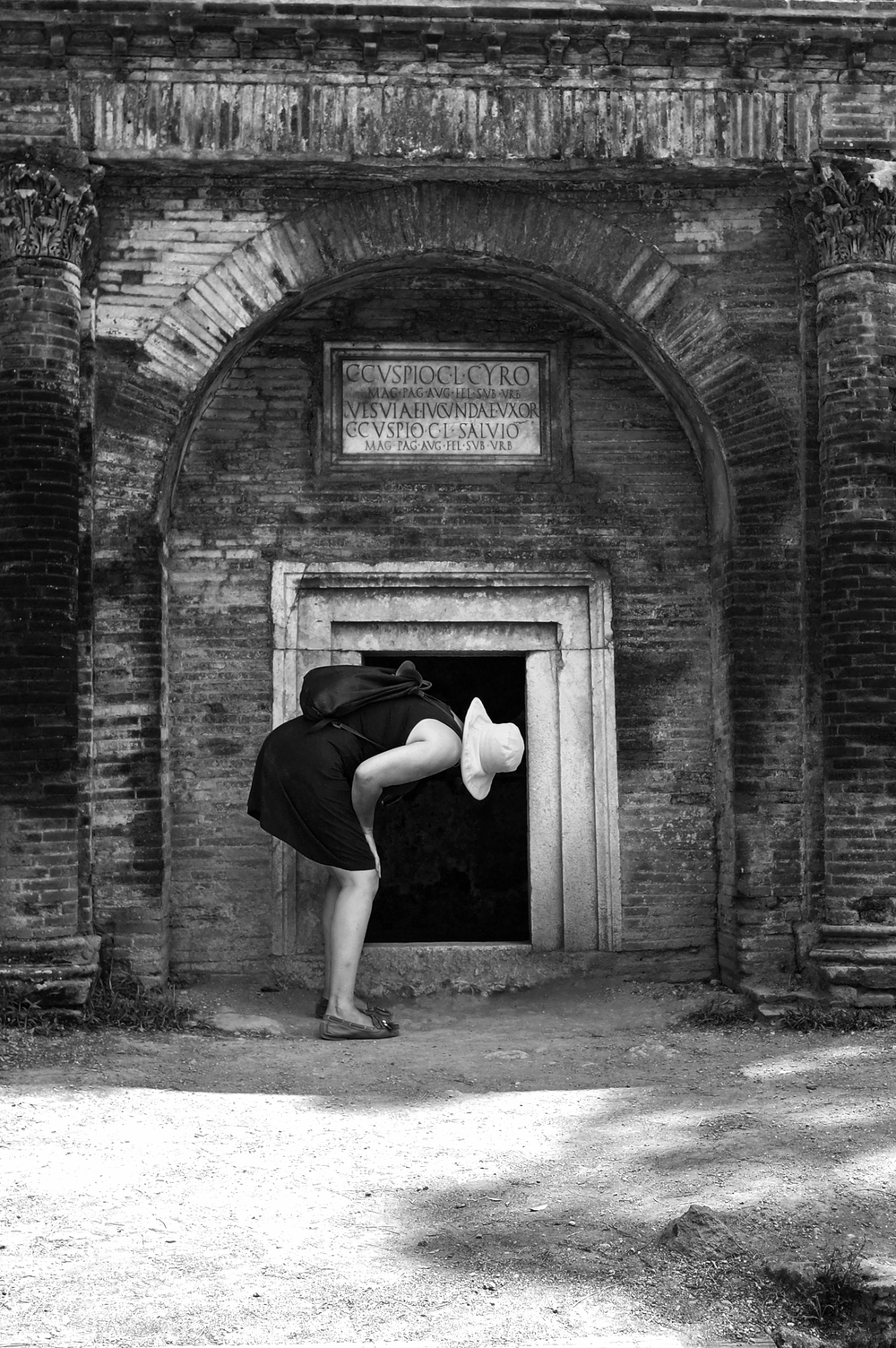Pompeii:Cemetery curious Becky