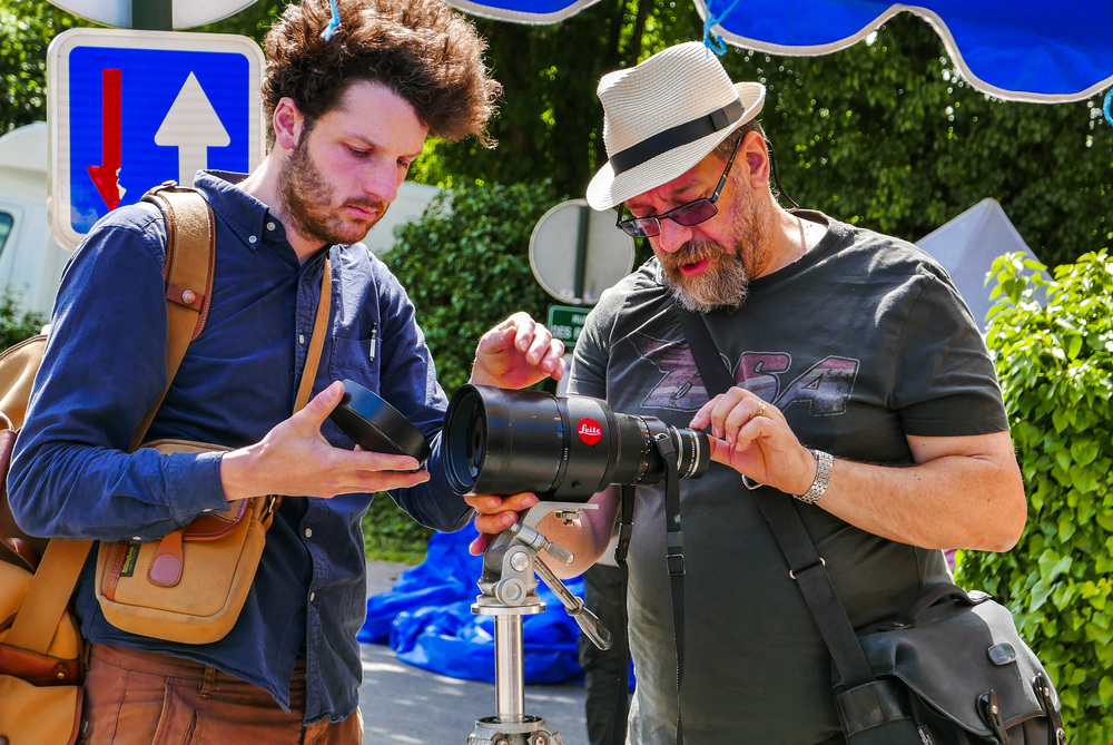 Ivor Cooper (right) and Francis Qureshi of London's Red Dot Cameras in a testing mood at the Bièvres Photo Fair earlier this summer (Photo D-Lux)