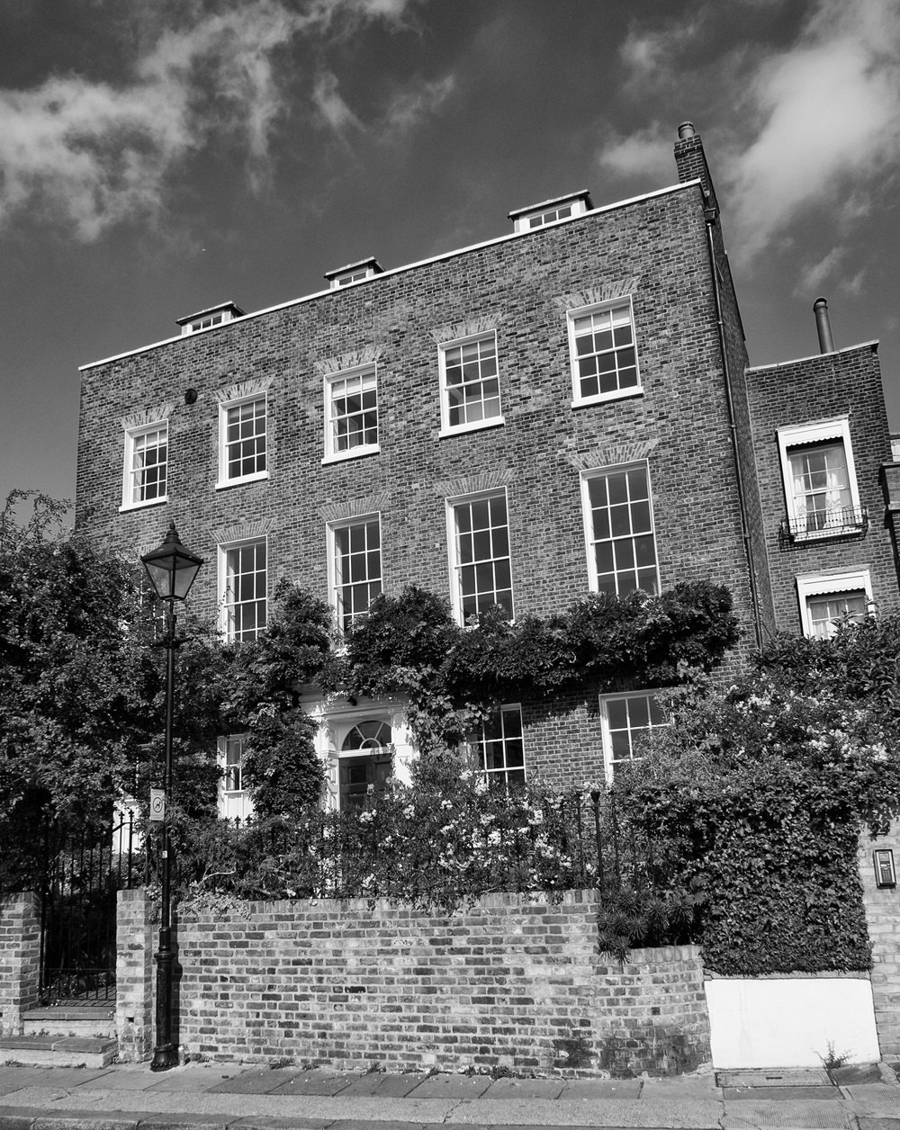 The home of Sir Francis Ronalds at 26 Upper Mall, Hammersmith, later renamed Kelmscott House by William Morris