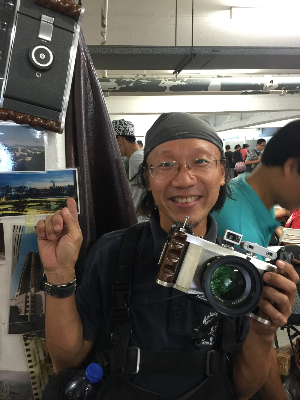 Tom Chung demonstrates the wares at the Classic Camera Shop HK stall (Photo iPhone 6 Plus)