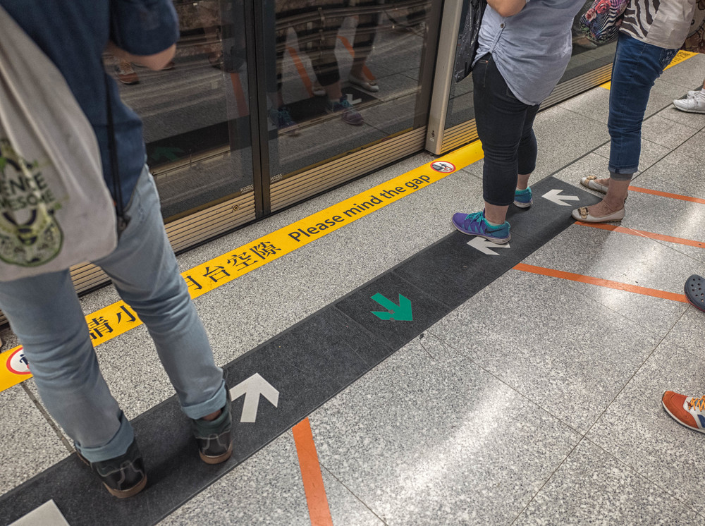 The arrows aren't just for show. Passengers take due note and can be seen lining up behind one another as first-come is first to board. And the centre is always left free for alighting travellers. Please Mind the Gap is pure London. In contrast, the lastcomer in London is often the first to board, thanks to sharp elbows