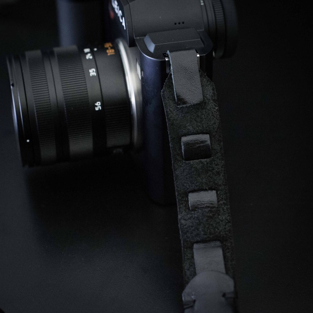 Evris has adapted the successful Rock n'Roll to handle the extra weight of the SL and its zoom lenses with a custom fixing for the SL's S-style lugs