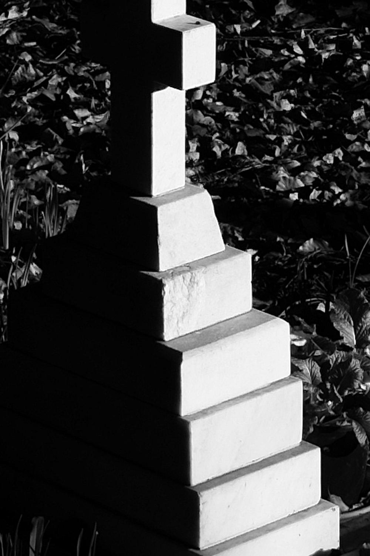 XF 23mm f8 Tombstone 100% crop.jpg