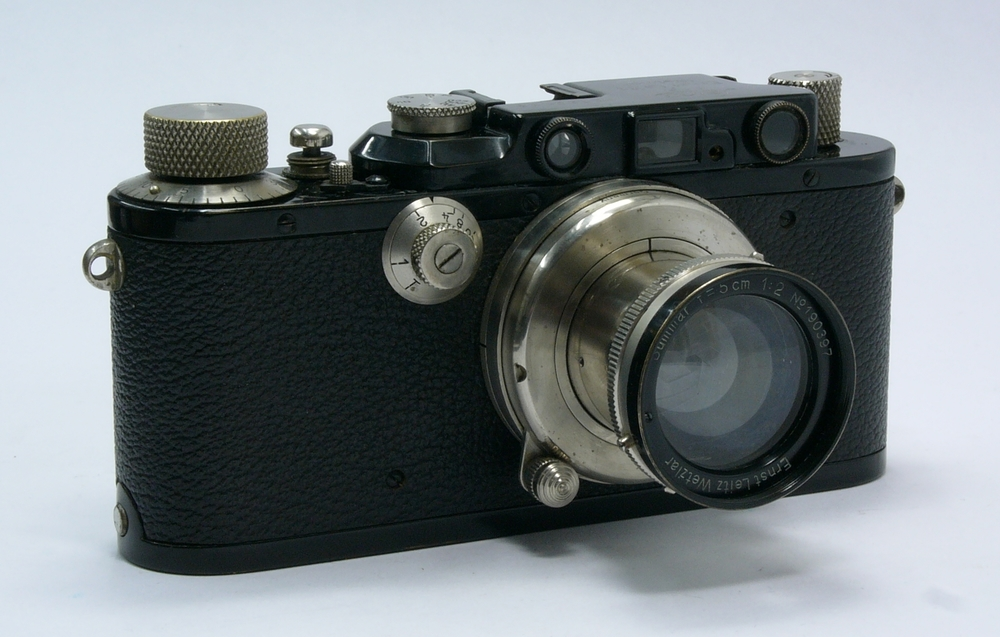 The tidy black-and-nickel Leica III and its outstanding 5cm nickel Summar with black-paint rim, probably intended to complement the camera's black and nickel scheme. This was almost certainly sold together as part of the outfit, both were made in 1936. Click to enlarge.