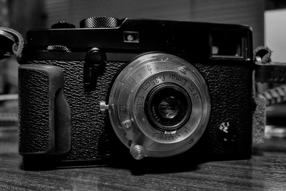 This lens is tiny. We talk about pancake lenses, this is a popadom on a thread. It's bigger on the Fuji because of the M-mount adapter; but on the Leica M it simply merges into the body. It almost makes these camera pocketable. And the results aren't half bad for an old girl in her ninth decade