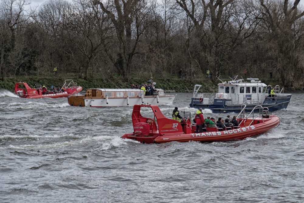 Above and below: Third rank of followers, a group of privileged spectators, the ever-present PLA and the Chiswick Lifeboat bring up the rear, ready to cope with any problems (f/5.3@1/340s, ISO 200 66mm)