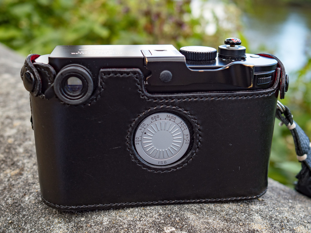 The back of the case is crafted to display the ISO dial and has cut-outs for a thumb grip as well as enough space around the viewfinder to allow a Leica magnifier to be screwed in. This is the final pre-production model fitted to Mike's M-D.