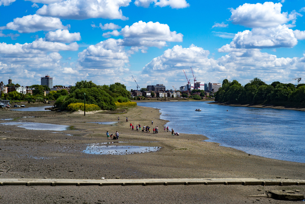 Fluffy clouds, vivid colours (not for everyone, but don't blame the camera) and an ever-changing skyline. With the 50mm non-apo Summicron. In the foreground is the abandoned causeway of the ancient Chiswick ferry which once connected the Middlesex and Surrey sides of the Thames. Modern Hammersmith is in the distance, old Chiswick Mall to the far left, Chiswick Eyot (or island, pronounced Ate) centre left.