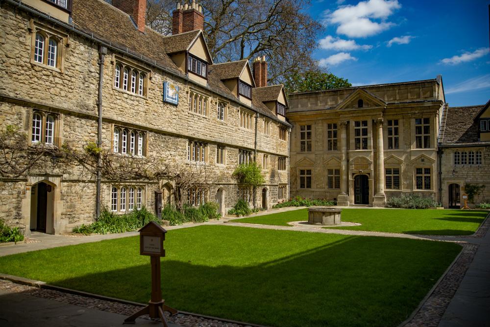 50mm Apo-Summicron-M, an Oxford courtyard