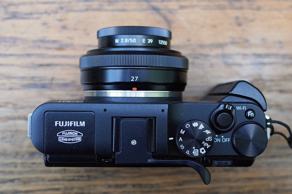 Fuji X-M1 with 27mm pancake and Leica hood