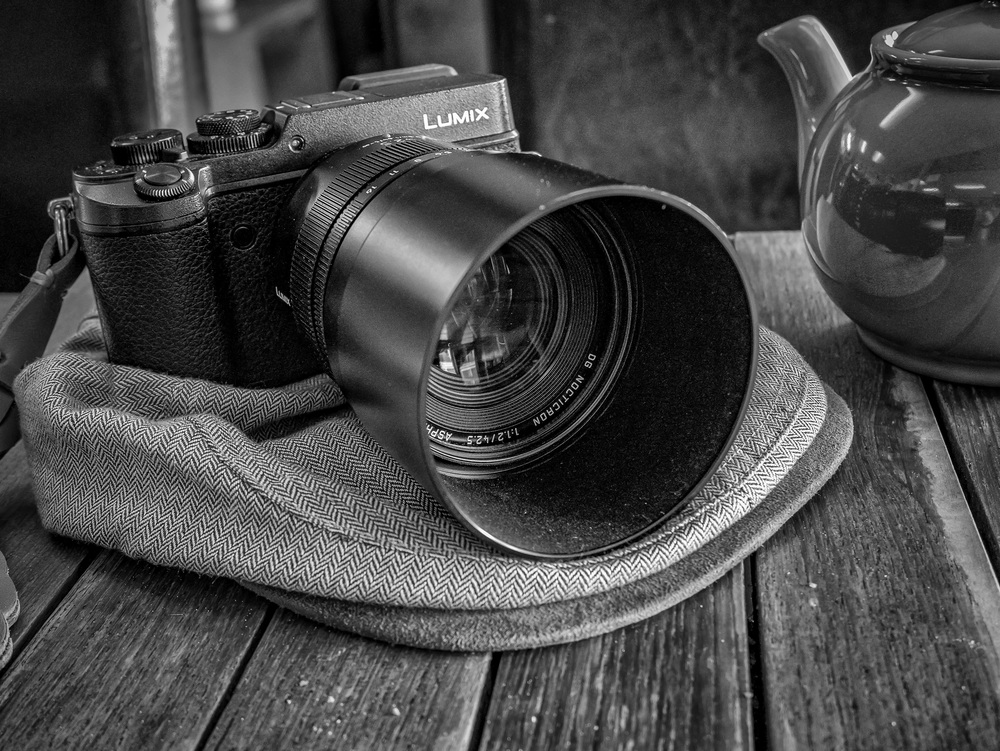 Fuddy-duddy central: A perfectly competent modern GX8 and innocent Nocticron dumbed down to basics by a traditionalist owner. The cloth cap says it all. Taken with a Lumix GM1 and 12-32 kit zoom, about as basic as you can get.