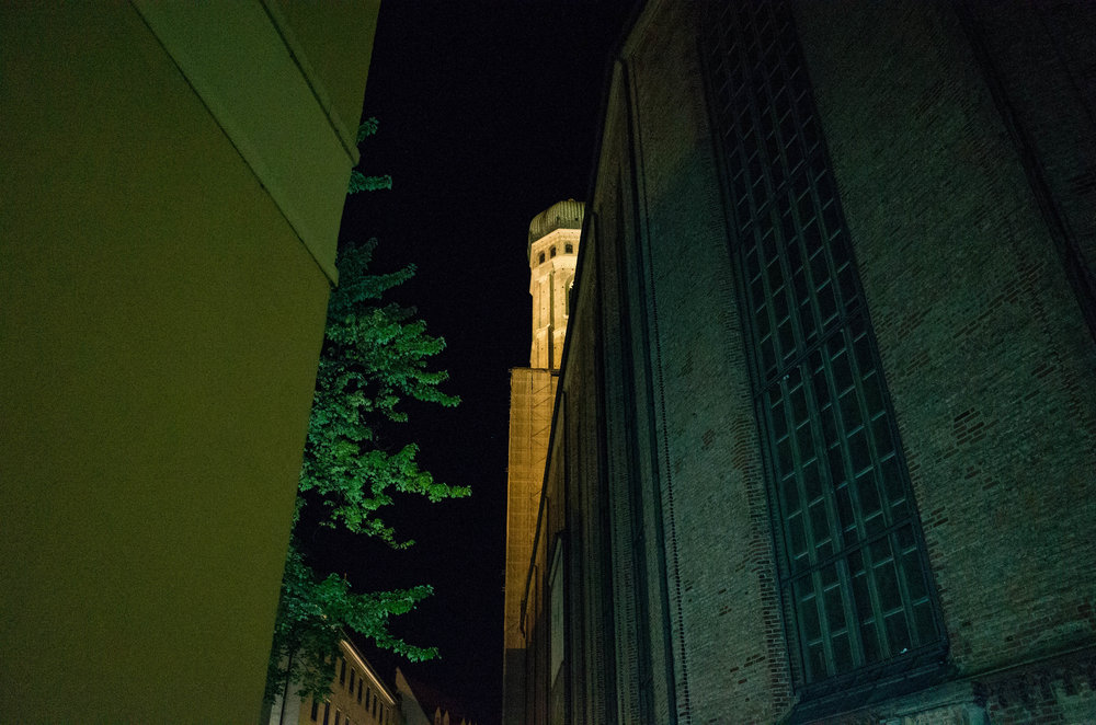 A sneaky glimpse of the Peterskirche at ISO 8000