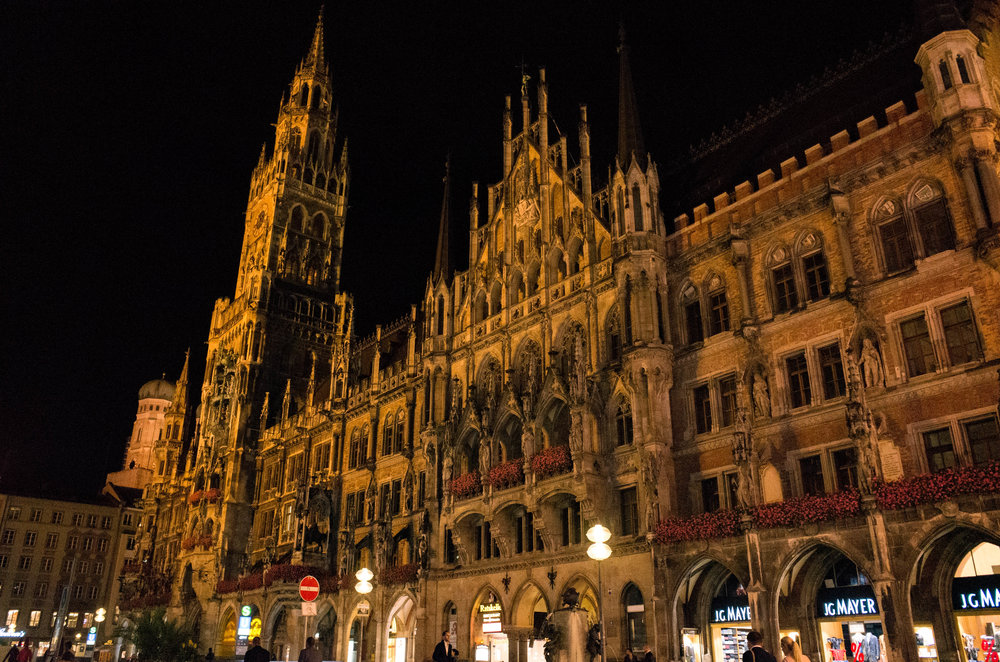 Neues Rathaus, Marienplatz late at night, ISO 8000. Wonder what the altes Rathaus was like?