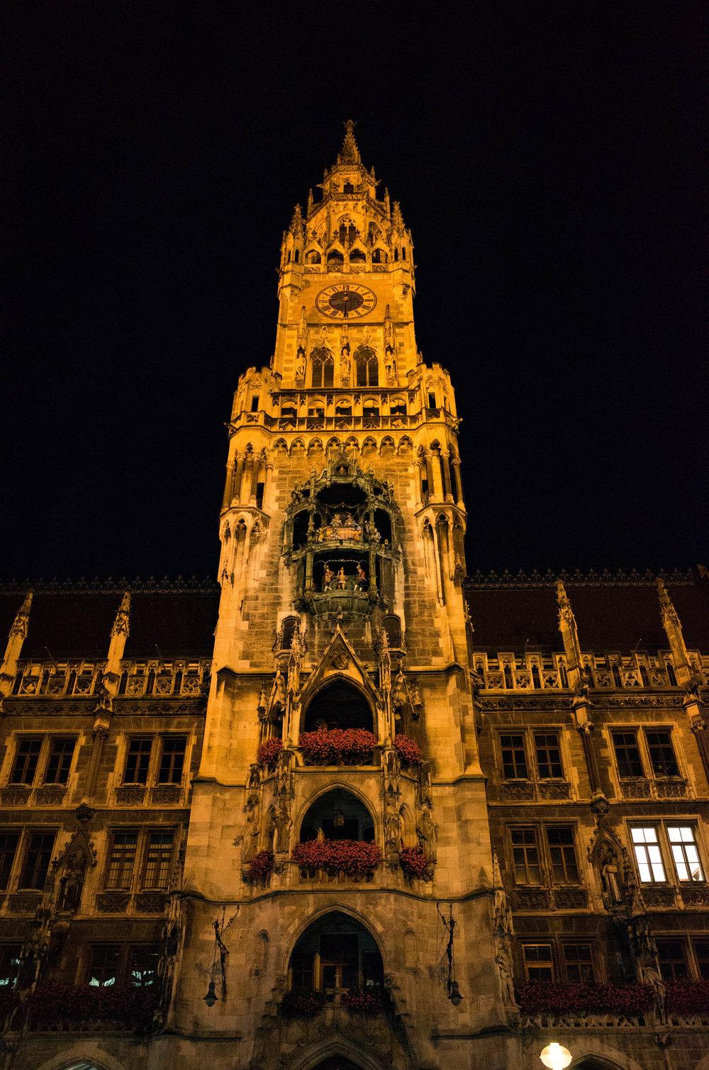Rathaus Glockenspiel, Marienplatz at ISO 5000. Spieling since 1908.