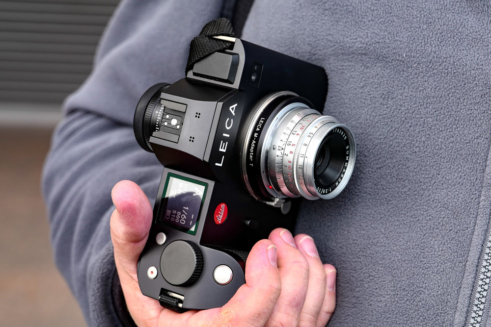 The SL plays well with all M-mount glass, from Leica, Zeiss,Voigtländer and others. Teamed with a manual prime this is a relatively neat package, certainly very handleable, and focus is exemplary thanks to the massive 4.4MP sensor (Leica SL and 24-90mm Vario-Elmarit)