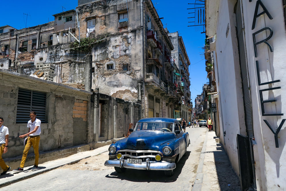 The 24mm wide-angle end of the Canon G7X zoom captures the real Cuba (Photo Samon Takagi)