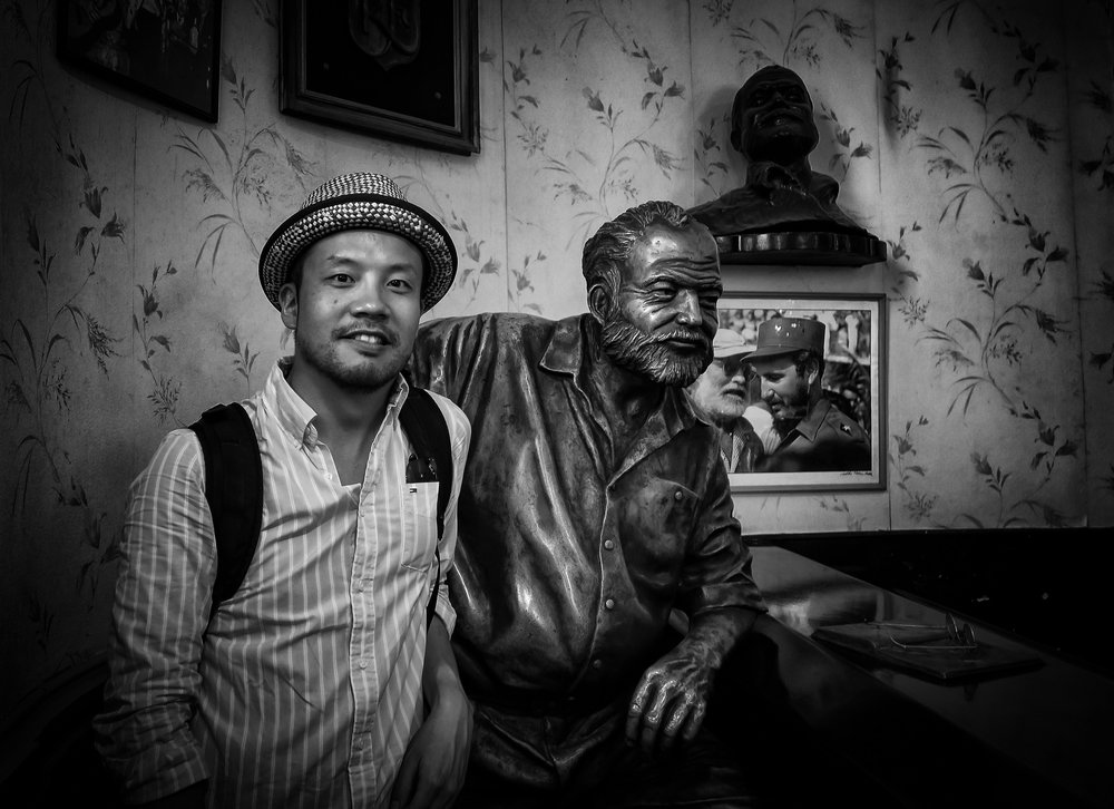Samon, meet Hemingway; Hemingway, meet Fidel: Through the lens of the little Canon G7X (Photo Samon Takagi, vignette added)