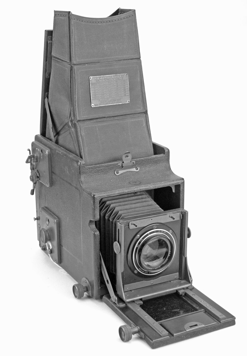 [Fig.2] The Plate Single Lens Reflex Camera. The next was almost certainly the plate SLR.