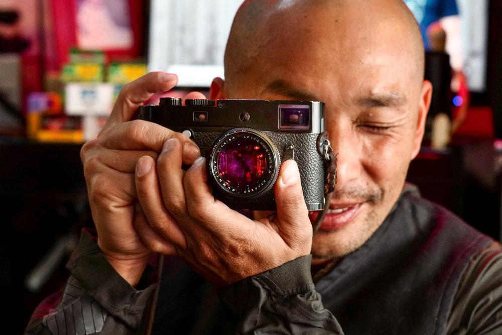 Kai Elmer Sotto with his well-worn M-P (Leica SL and 50mm Apo-Summicron)
