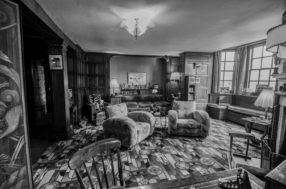 1930s style at Avebury Manor, 11mm, f/3.5 — again the 11-23 is great for indoor shots