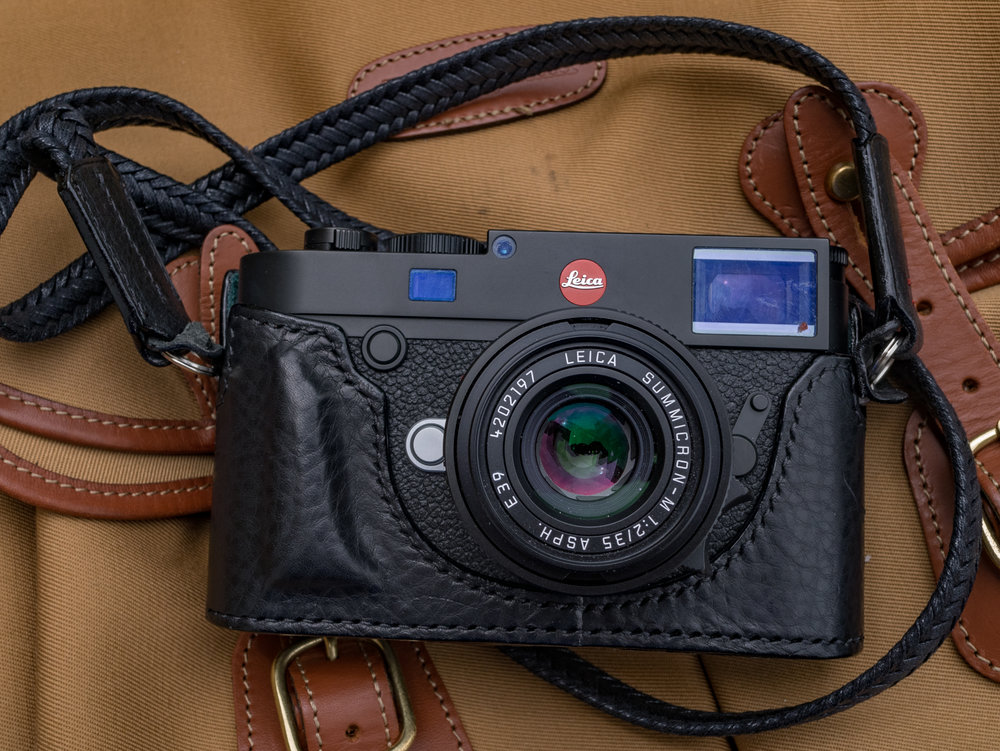 The Arte di Mano case is luxurious and perfectly crafted to enhance the Leica M10. And the new waxed-cotton neck strap is a fitting complement
