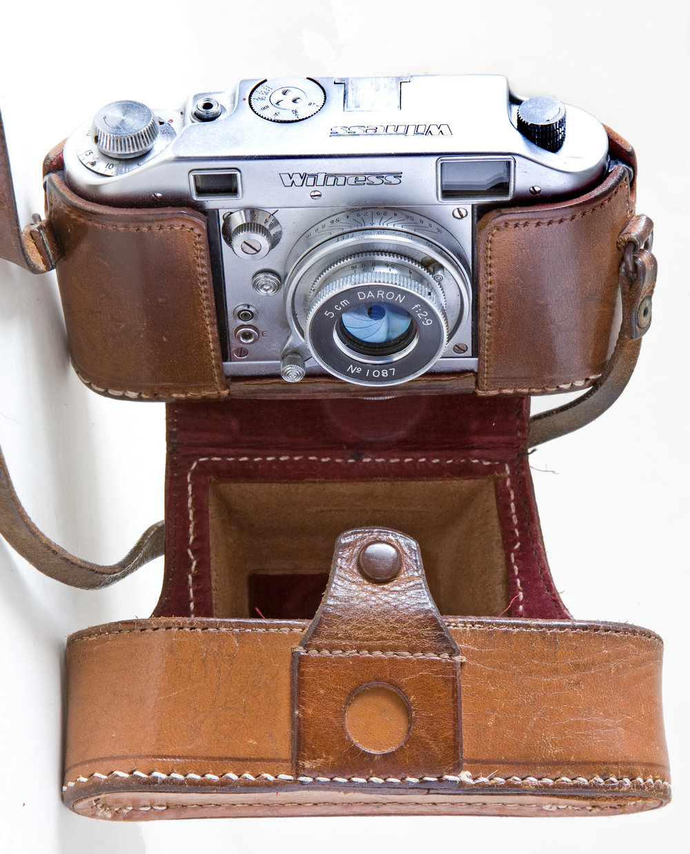 "A reet bobby dazzler: With original case, which is even rarer than the camera, and the collapsible 5cm Daron f/2.9 which was designed by Robert Sternberg. The case was the only part of the outfit inscribed with the ""Ilford"" name"