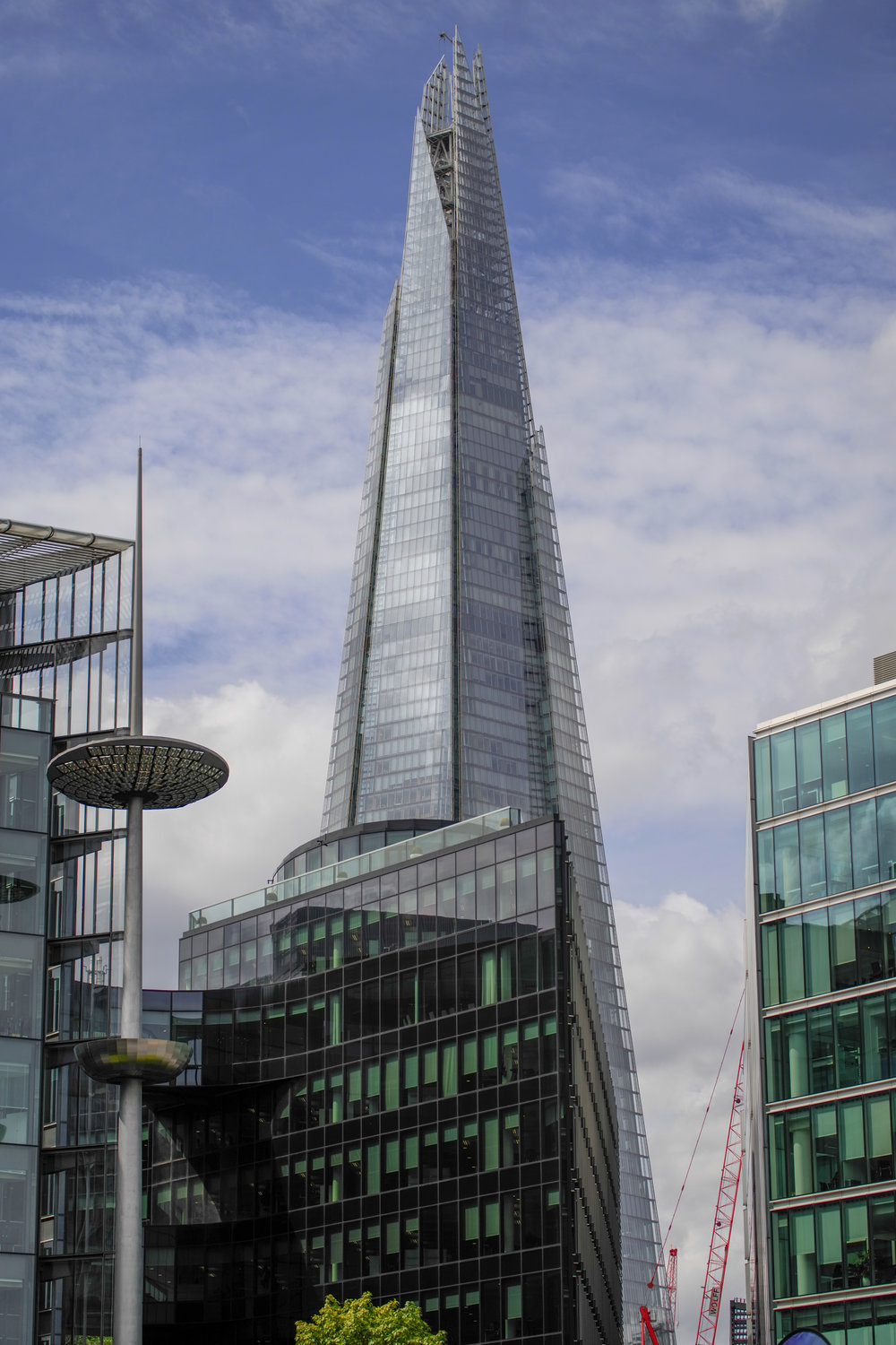 The Shard again, spoiled by the omnipresent red crane. 55-135mm APO-Vario-Elmar-TL at 55mm