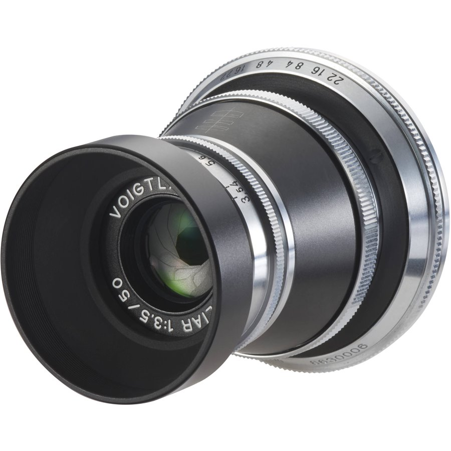 The Voigtländer vintage line up includes this wonderful little 50mm f/3.5 Heliar, which has overtones of the old Mountain Elmar, with a similar tiny lens cap and mini hood. At £449 it is another bargain and looks gorgeous mounted on an M10.