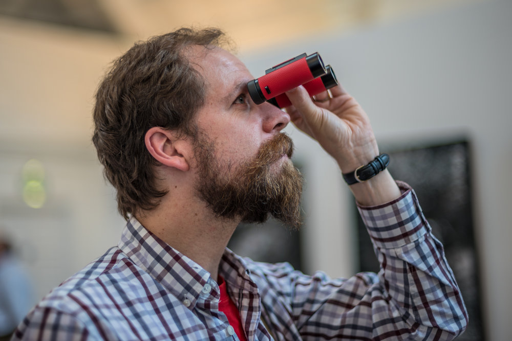 Dan tries out the new Leica Ultravid 8x20 Royal Opera House Edition binoculars which you can buy here