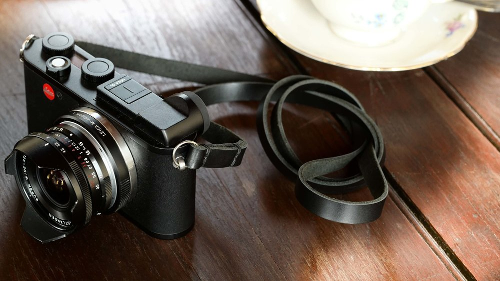 Truly classic: The Classic Slim in black attached to the Leica CL with a 15mm Super Wide Heliar III