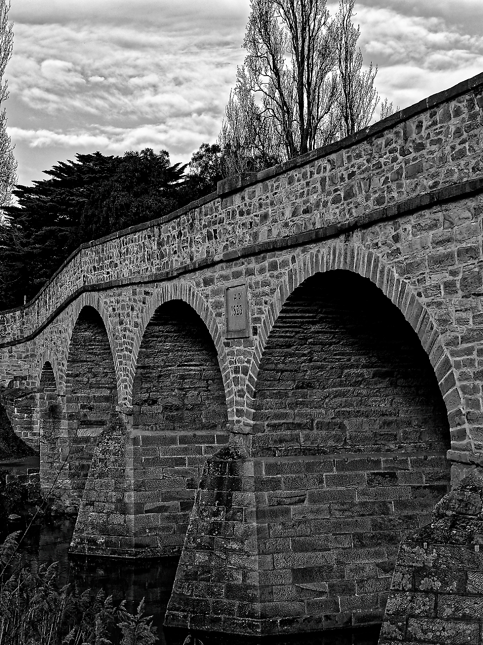 An hour or so before my flight home, i detoured to a small town called Richmond and its lovely stonework bridge.  I wish i had more time here