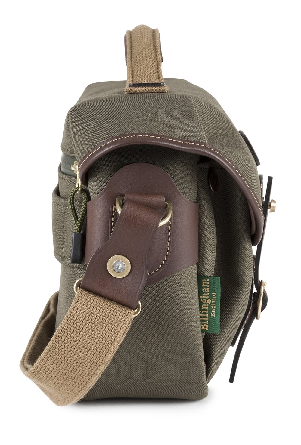 The shoulder strap can now be detached to turn the bag into a neat and spacious photo briefcase