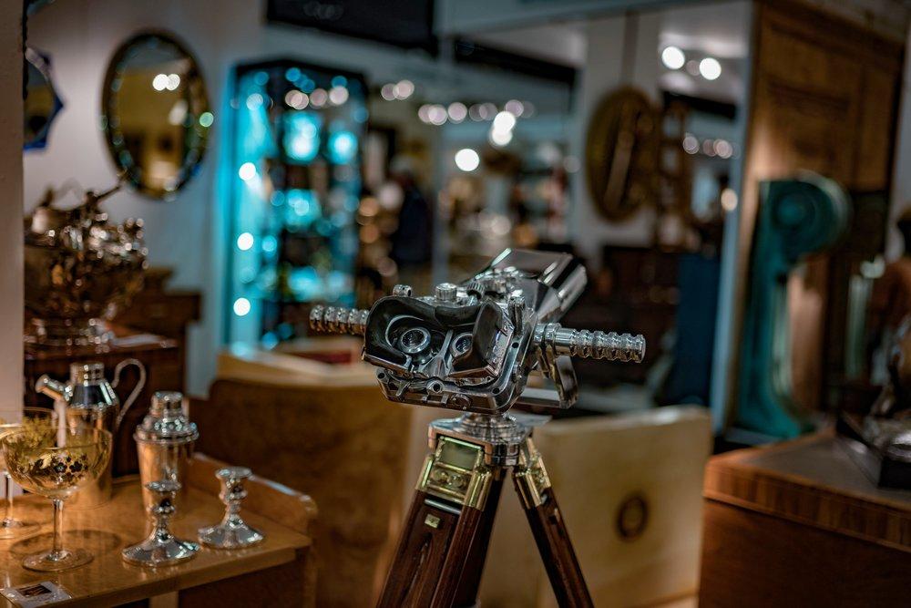 Bokeh at the antiques fair, Leica M10