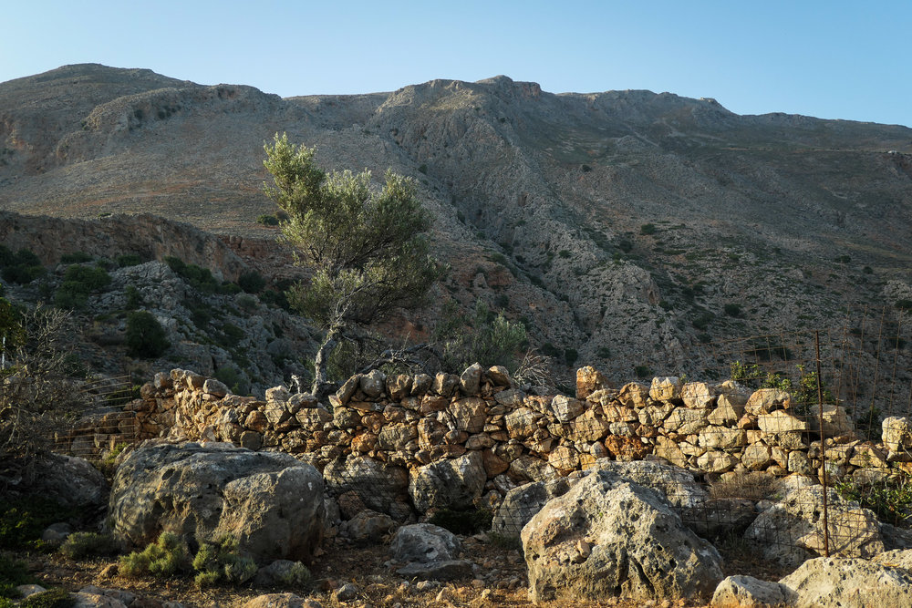 Between Loutro and Finnix (ISO 125 1/400th f3.5 29mm Leica C-Lux)