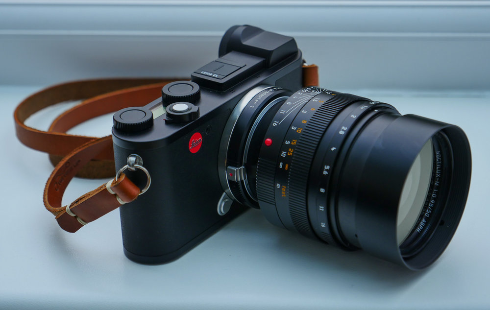 Now you can lock all the buttons on the Leica CL so that no adjustments to functions can be made, no access to menus is possible. But why? It's a mystery at the moment.